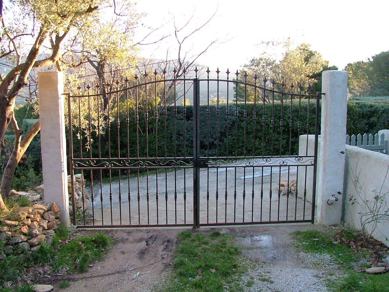 D caper un portail en fer des photoa des photoa de fond - Comment decaper un portail en fer ...